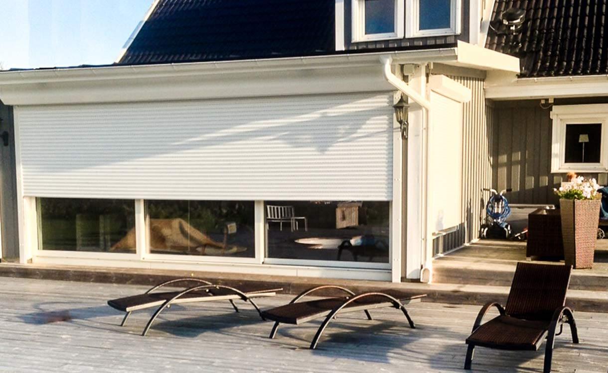 Här hittar de detaljer om fönsterjalusier för privata hem och bostäder samt kontor